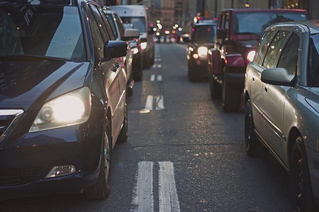 渋滞中の車