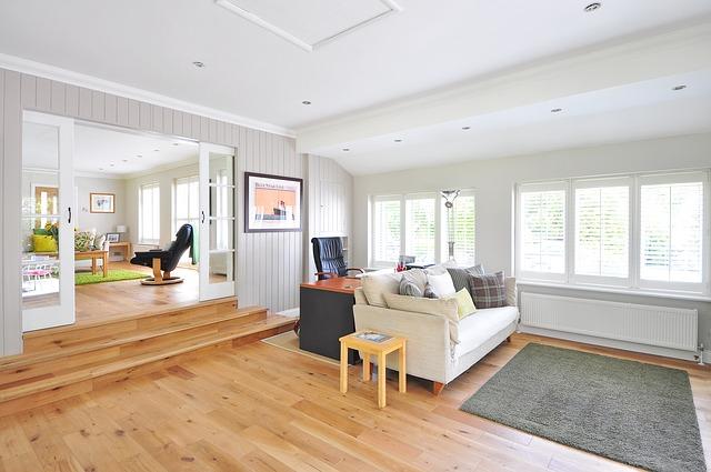 ウッドが特徴的なデザイナーズ物件の部屋