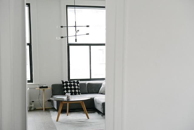 北欧スタイルの白を基調とした部屋