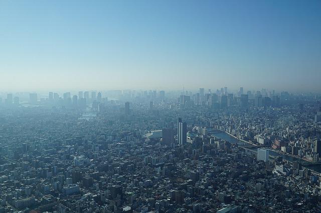 東京上空からの朝の街並み