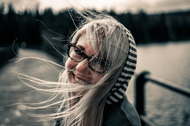 満面の笑顔の女性