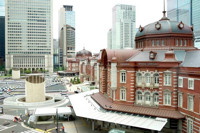 東京駅の横からのアングル