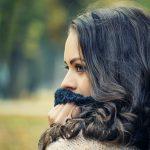 かわいい女性の横顔