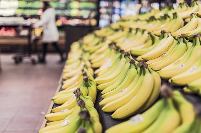 スーパーマーケットのバナナ
